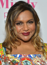Mindy Kaling finished off her fab look with a swipe of glossy red lipstick.