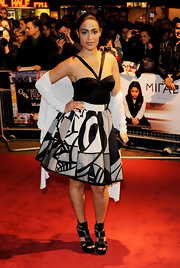 Yasmine completed her chunky platform sandals with a black and white printed cocktail dress.