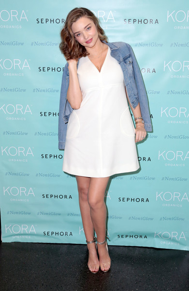 Miranda Kerr Evening Sandals [cocktail dress,fashion model,beauty,shoulder,flooring,joint,dress,fashion,leg,carpet,miranda kerr,appearance,santa monica,kora organics,sephora,miranda kerr beauty event]