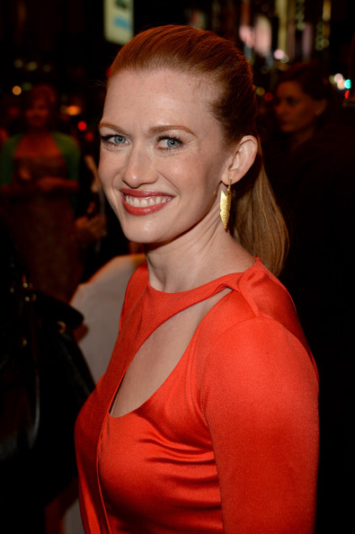 Mireille Enos Gold Dangle Earrings