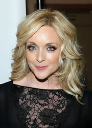 Jane Krakowski's eye popped with these long luxurious lashes.
