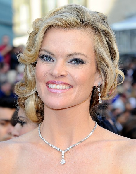Missi Pyle Bobby Pinned updo