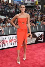 Sara Sampaio attended the New York premiere of 'Mission: Impossible - Rogue Nation' looking trendy in an orange strapless dress with a triangular cutout and a thigh-high slit.