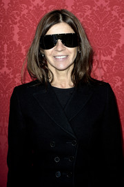 Carine Roitfeld looked sporty-chic wearing a pair of shield sunglasses.