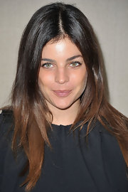 Julia Restoin-Roitfeld wore her hair straight and super shiny at the Mui Mui fashion show in Paris. Her lovely look was simply perfect.