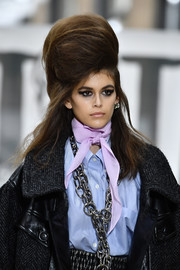 Kaia Gerber's voluminous half-up beehive at the Miu Miu runway show looked like it had a life of its own!