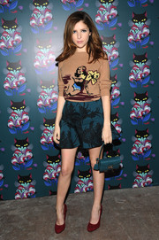 Anna Kendrick teamed her sweater with a cute pair of flared teal floral shorts.