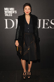 Maggie Gyllenhaal completed her dark-themed look with a pair of strappy platform sandals.