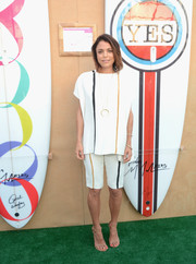 Bethenny Frankel covered up her figure in a loose striped blouse during the Paddle for Pink event.