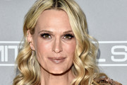 Molly Sims Medium Wavy Cut
