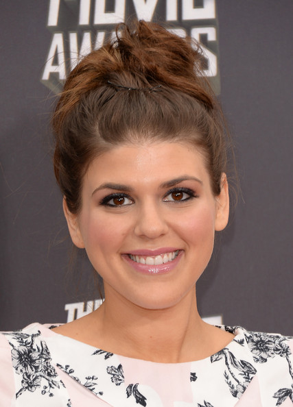 Molly Tarlov Messy Updo