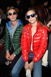 Beatrice Borromeo sealed off her look with a pair of blue-rimmed shades.