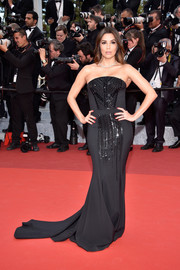Eva Longoria exuded classic glamour in a strapless black Pamella Roland gown with an embellished front and a long train during the Cannes premiere of 'Money Monster.'