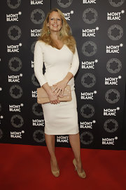 Barbara Schoeneberger finished off her elegant look with a pair of nude peep-toe pumps.