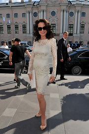 Andie MacDowell matched the feminine vibe of her lace dress with peach bow-adorned peep-toes.