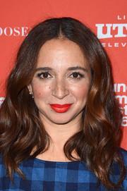 Maya Rudolph attended the Sundance Film Fest premiere of 'Mr. Pig' wearing this shoulder-length wavy 'do.