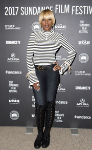 Mary J. Blige showed off her slim legs in a pair of skinny jeans.