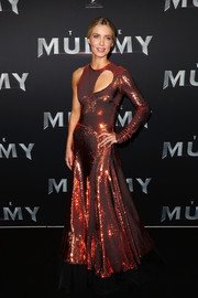 Annabelle Wallis radiated in a sequined orange cutout dress by Emilio Pucci at the Australian premiere of 'The Mummy.'