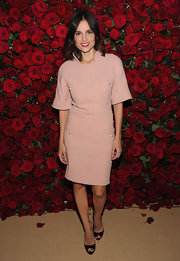 Elena Anaya paired her pale pink frock with black patent leather peep-toe pumps.