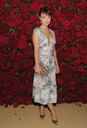 Olivia Wilde accented her lovely floral dress with a nude clutch adorned with glittery silver flowers.