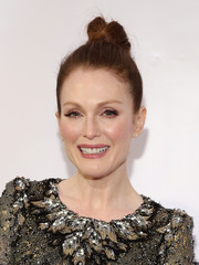 Julianne Moore sported a youthful top knot during the Museum of the Moving Image tribute for her.