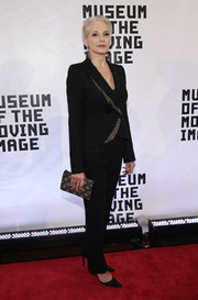Ellen Barkin continued the black and gold motif with a beaded and embroidered clutch.