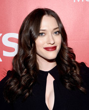 Kat Dennings' red, red lips looked very sexy against her white skin.