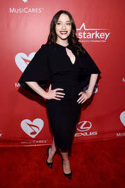 A pair of gold-trimmed black pumps completed Kat Dennings' classy ensemble.