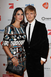 Sila Sahin opted for a simple black frame clutch to pair with her vibrant dress.