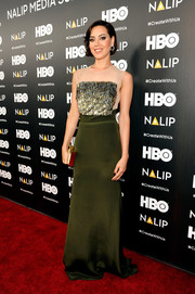Aubrey Plaza made a sophisticated choice with this green, silver, and nude number by Lela Rose for the NALIP 2016 Latino Media Awards.