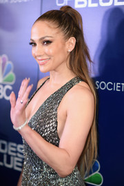 Jennifer Lopez wore her waist-length hair in a half-up style at the premiere of 'Shades of Blue' season 2.
