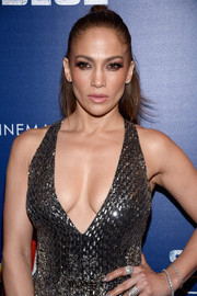 Jennifer Lopez showed off a gorgeous Le Vian diamond bracelet at the premiere of 'Shades of Blue' season 2.