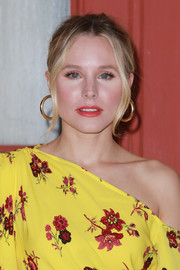 Kristen Bell sported a slightly messy bun at the 'Good Place' FYC screening.