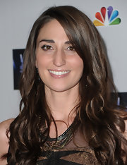 Sara Bareilles wore her hair in long, soft waves at NBC's 'The Sing Off' live finale.