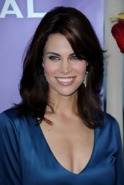 Brooke Burns paired her v-neck top with side swept shoulder length curls.