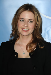 Jenna Fischer sweetened her natural look with soft pink lipstick.
