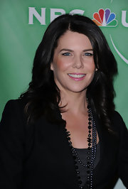 Lauren Graham looked sweet in petal pink liptick.