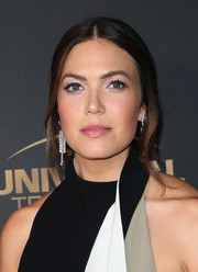 Mandy Moore added major glamour with a pair of diamond chandelier earrings by Anita Ko.