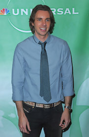 Dax Shepard's blue button-down and pin-dot tie were a smart pairing.