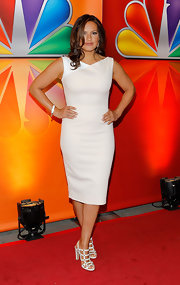 Mariska Hargitay looked chic in this white sheath dress at the NBC Upfront presentation.