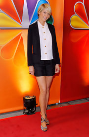 Jenna Elfman showed off her tan legs in this crisp black short suit at the NBC Upfront presentation.