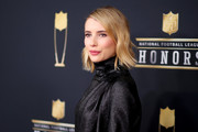 Emma Roberts wore her short hair with side part and a slight wave at the NFL Honors.