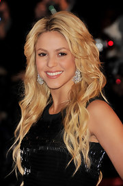 Shakira wears a soft pink lip color for her stunning look at the NRJ Music Awards.