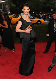 Linda Evangelista looked refined at the Met Gala in a tight bun and black peplum column dress.