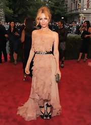 Leslie Mann arrived at the Met Gala wearing a pair of black satin sandals with ribbon ankle straps.
