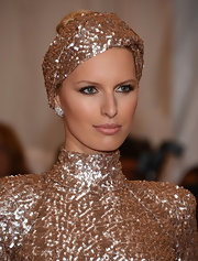Kalolina Kurkova added a touch of peachy-beige lipcolor to her look for the Met Gala.