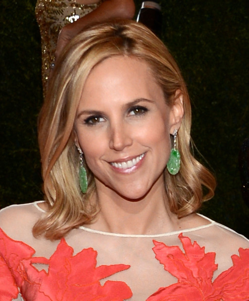 Tory Burch paired her coral gown with yellow gold and platinum earrings featuring diamonds and emeralds.