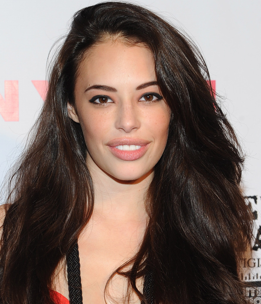 The 26-year old daughter of father (?) and mother(?), 166 cm tall Chloe Bridges in 2018 photo