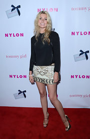 Amanda Michalka stepped onto the red carpet in metallic gold peep toes.