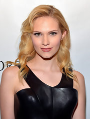 Claudia Lee's soft blonde curls gave her an all-around pretty and flirty red carpet look.